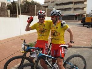 Francesc Freixer y Oriol Colomé, tras completar la Vuela a Ibiza en mountain bike.