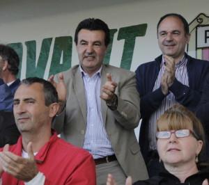 Juan Marí, Juanito, aplaude a su equipo durante un encuentro de la pasada temporada en Santa Eulària.