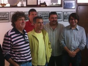 Pepe Vidal, el segundo por la derecha, junto a otros directivos del CD Ibiza. Foto: Fútbol Pitiuso