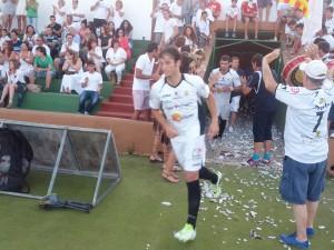 Los jugadores de la Peña saltan al campo de juego. Foto: V. R.