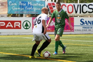 De Pablos intenta burlar a un contrario durante el partido disputado el pasado domingo en Santa Eulària.