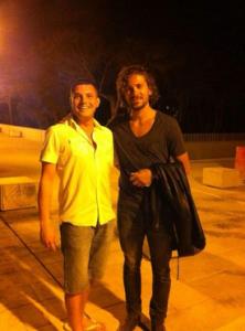 Cercci, a la derecha, se ha fotografiado con un aficionado en Formentera. Foto: Twitter