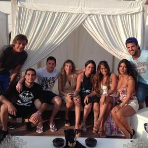 Más que compañeros, Messi, Cesc y Pinto son grandes amigos. Foto: Twitter