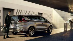 Todo cambia con el Nuevo Renault Espace. Curvas de excepción en un diseño robusto y fluido. El carácter crossover se afirma para reinventar la elegancia de un vehículo único. Su línea elevada, altura reducida y frontal imponente son solo un anticipo de las emociones que aguardan en el interior.