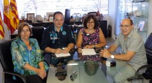 Pepita Gutiérrez, José González y Bernat Bonet, durante la firma del convenio.