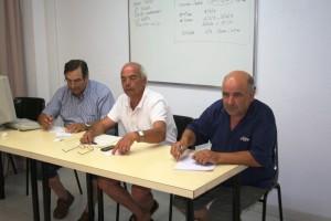 Un momento del sorteo del calendario de Regional efectuado ayer en la delegación insular de fútbol.