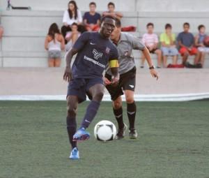 Armando, jugador del Formentera, en un partido de esta pretemporada. Foto: Fútbol Pitiuso