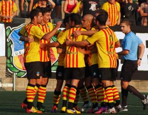 El Sant Andreu celebra uno de los dos goles que logró el sábado ante el Olot.