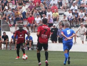 Winde avanza con el balón en un partido de Liga