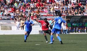Mourad tuvo en esta ocasión una clara oportunidad de marcar, pero el balón se marchó fuera lamiendo el palo derecho del meta