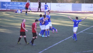 Los jugadores del San Rafael celebran el gol conseguido por Guillem en el minuto 47.