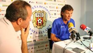 Luis Elcacho, técnico del Formentera, en la sala de prensa tras el derbi