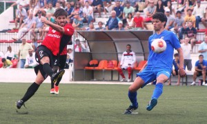 Maikel tuvo en esta acción una inmejorable oportunidad de marcar el segundo para el Formentera. Foto: V. R.
