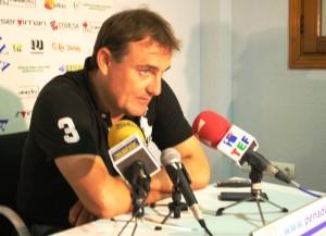 El técnico de la Peña, Mario Ormaechea, atiende a los medios tras el encuentro