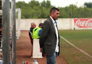 Vicente Román, entrenador del San Rafael, acabó enfadado con el juego de su equipo.