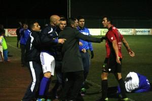 Los jugadores del Formentera y el San Rafael, en una pequeña tangana sin consecuencias