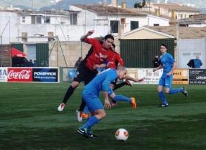El Formentera sumó un punto de su visita al feudo del Binissalem. Fotos: Fútbol Balear