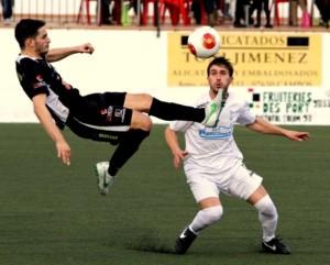 Los jugadores de la Peña se han empleado a fondo ante el Felanitx, como se observa en la imagen. Foto: Fútbol Balear