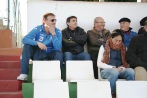 Mario Ormaechea, entrenador de la Peña, tuvo que seguir el partido desde la grada por sanción.