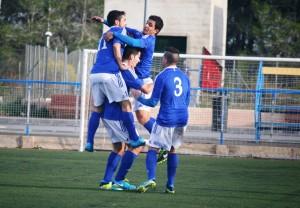 Los jugadores del San Rafael celebran el primer gol de Iván Morales. Fotos: C. V.