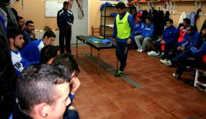 Jugadores y cuerpo técnico, un instante antes del inicio de la importante reunión