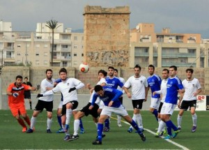 De un córner a favor del San Rafael nació la jugada del primer gol del Rotlet Molinar. Foto: Fútbol Balear