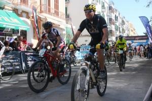 Unos 772 corredores tomaron parte en la salida de la XIV Vuelta a Ibiza en Mountain Bike MMR. Fotos: C. V.