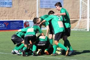 Jugadores del Sant Jordi celebran un gol. Foto: Fútbol Pitiuso