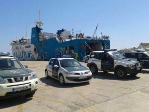 La Guardia Civil ha registrado al pasaje en el puerto de Ibiza tratando de localizar a algún cómplice del intento de robo. Foto: Paco