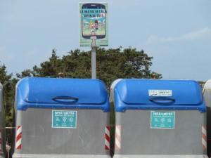Contenedores de reciclaje en Formentera.