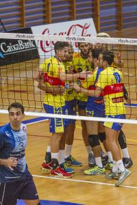 Los jugadores ibicencos celebran un punto. Foto: Moisés Copa / M&M Fotógrafos