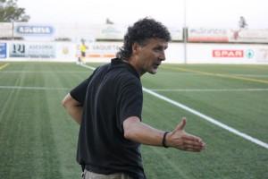 Luis Elcacho, técnico del Formentera. Foto: Fútbol Pitiuso