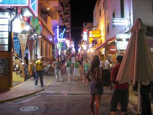 Imagen del West End, en Sant Antoni.  Foto: Meco (Wikipedia)