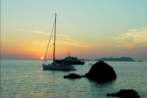 La televisión argentina destaca la belleza de las puestas de sol en Eivissa, como esta en Cala Molí. Foto: teleaire.com