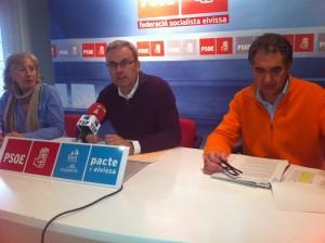 Vicent Torres, en el centro, junto a Miguel Padial y Carmen Vidal