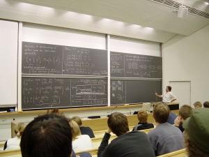 Aquesta convocatòria inclou cursos presencials i a distància.