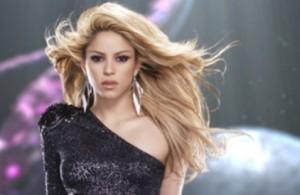 Shakira meditando su próximo plagio.