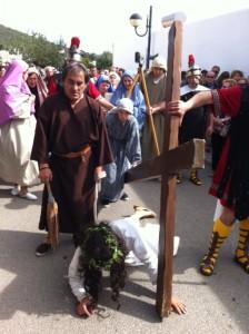 Una de las caídas de Jesús camino del Calvario. Fotos: D.V.