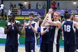 Javier Medori y los jugadores del Guadalajara celebran su pase a semifinales.