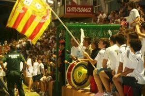 La afición de la Peña empezó a creer en la remontada tras los dos goles de penalti de Piquero.