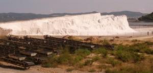 Las 48.000 toneladas de sal que se extraerán este año se sumarán al remanente de las últimas dos campañas. Foto: V. Ribas