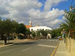 Las localidades de Sant Joan, Sant Miquel y la Cala de Sant Vicent se han visto afectadas durante la mañana del miércoles de esta caída de la línea fija.