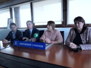Las concejalas de Deportes y Cultura de Vila, en un momento de la presentación de esta carrera popular.