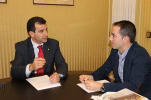 Biel Company, a l'esquerra de la imatge, i José Alcaraz s'han reunit a Formentera per tractar diversos temes que afecten l'illa.