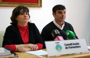 Els consellers Sònia Cardona i Bartomeu Escandell a un moment de la roda de premsa on han anunciat aquesta decisió.