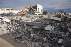 Imatge de la demolició del centre de Ca ses Castellones, a Sant Ferran.