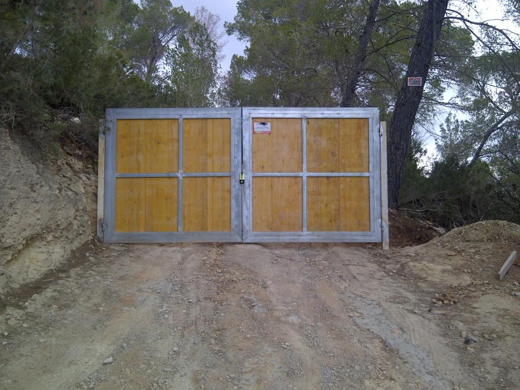 Camí tancat a l'accés al Puig Redó