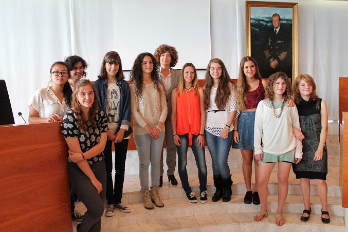 Les al·lotes guanyadores acompanyades de la consellera de Cultura, Pepa Costa. Foto: Consell Insular d'Eivissa.