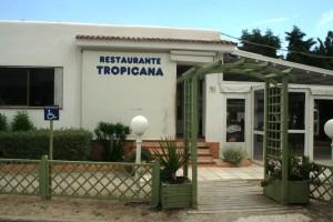 La entrada al restaurante Tropicana, que abrió sus puertas en el año 1988.