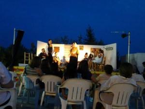Na Maria Cardona i en Miquel 'Figueretes' fent cançó de porfèdia en una xacota a les Festes de Sant Llorenç de Balàfia de l'any 2012. Foto: Col·lecció Maria Cardona